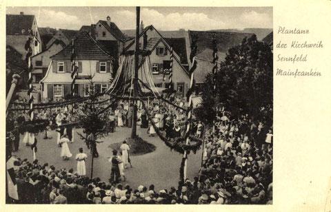 Plantanz um 1935. Das Haus links hinter dem Baum ist die Handlung Simon Rieß.