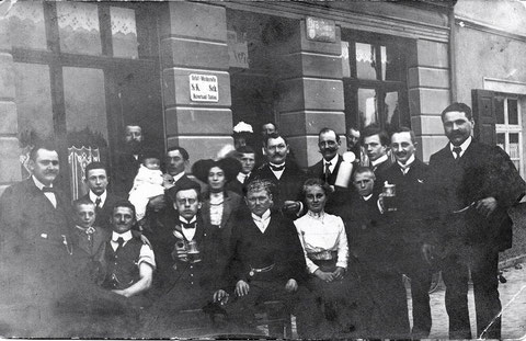 v.l.n.r. Karl Hofner, Adolf Winter, Otto Winter, Wilhelm Menninger, Otto Winter sen., Tür mittig Büttner Bärmann