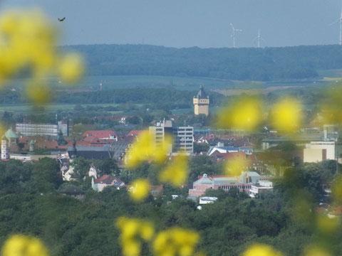 Blick über Schweinfurt zum Wassertrum am Bergl