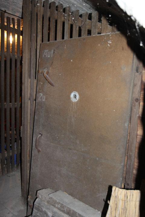 eine ausgebaute Luftschutztüre
