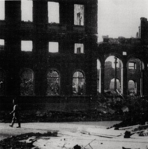 Der Schweinfurter Hauptbahnhof war bereits 1943 bei einem Bombenangriff zerstört worden - es war der erste Eindruck der Ankommenden von der zu verteidigenden Stadt Schweinfurt