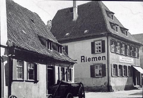 Mostschenke Nikolaus Stemp, dahinter Zehntstraße 22, Leonhard Federrolf, Treibriemenfabrik                  Ecke Zehntstraße/Am Graben  ca. 1900