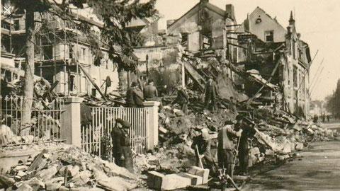 Kriegszerstörung nach Bombenangriff 1944 Gunnar-Wester-Straße mit Blick Richtung Stadtmitte