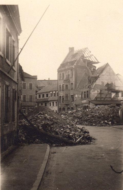 Zerstörter Fischerrain Gottschalks u. Raabs Haus (ersteres heute Dittmar) 1943 - Danke an Horst Gößwein