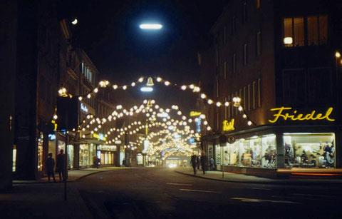 Ähnliche Perspektive nachts in den 1970ern