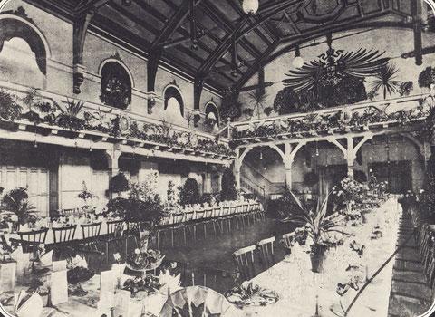 Unter der Bühne des Saales, der damals die beste Akustik in der ganzen Stadt hatte, befand sich ein besonderer Gastraum, den man die Hölle nannte.