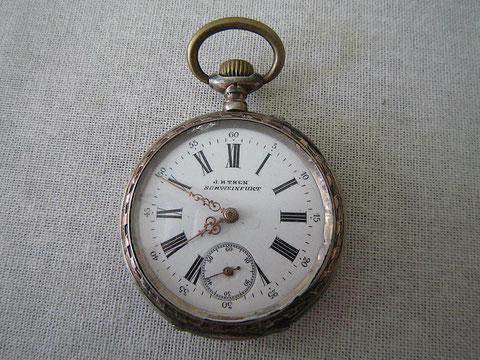 zusammengefügt und verkauft bei Uhrmacher Thein Brückenstraße 4