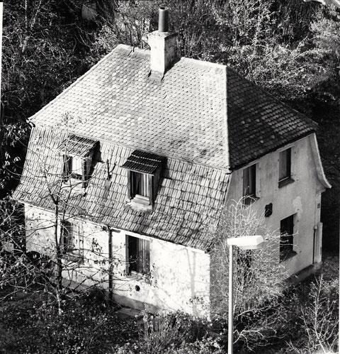"""Das Moeno-Haus - Am Mühltor 5 - 23.12.1989 vor seiner Renovierung - damals stand in der Tageszeitung: """"Großes Ziel bis 1991. Zum Stiftungsfest soll das Moeno-Haus wieder gut in Schuss sein."""