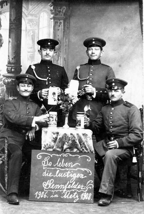 Sennfelder Wehrdienstler in Metz 1906-1908. Einer der Soldaten ist Georg Röhner