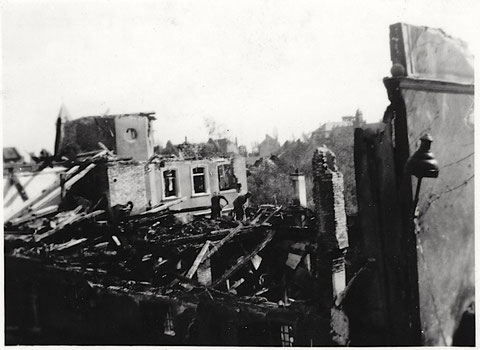 Das zerbombte Lebküchnerhaus in der Neutorstraße, fotografiert von Haus Nr. 2 - nach dem Nachtangriff vom 27. April 1944