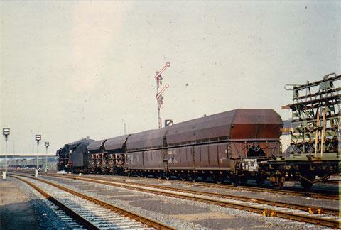 Ausfahrt eines Güterzuges Richtung Würzburg
