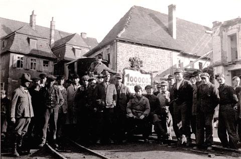 Die Trümmerbahn am Roßmarkt - die Trümmer wurden zum Schuttberg an der Ignaz-Schön-Straße gebracht - 1945