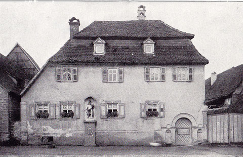 Haus-Nr. 20 Wohnhaus mt Putzbau u. Mansardendach; 18. Jahrhundert