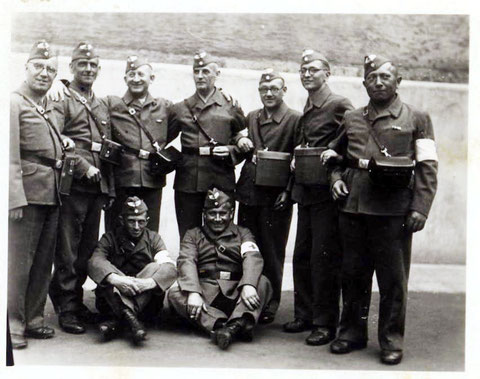 Die Rettungsmannschaft, ganz links Herr Uhlenhuth (Fotograf)