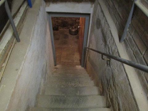 Die Stufen in den Keller