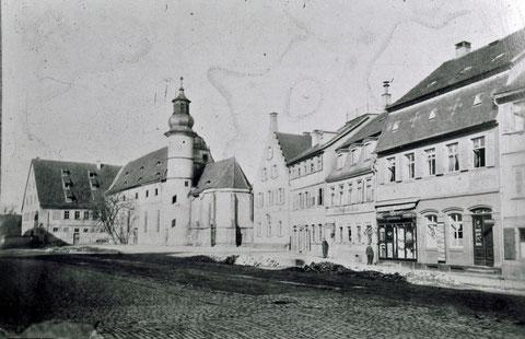 vor 1896 - rechts neben der Kirche das alte Rentamt