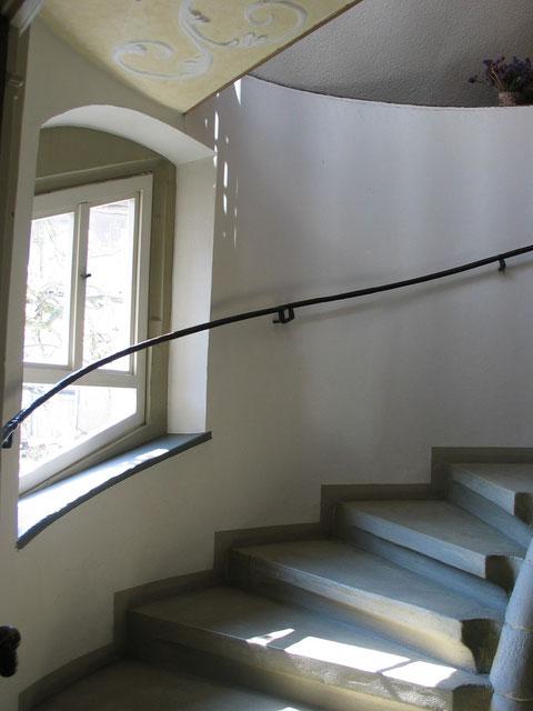 Treppenhaus mit Fenster