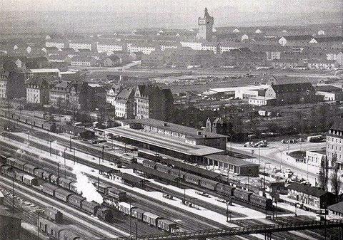 Luftaufnahme - das Postgebäude am Bahnhofsplatz fehlt noch