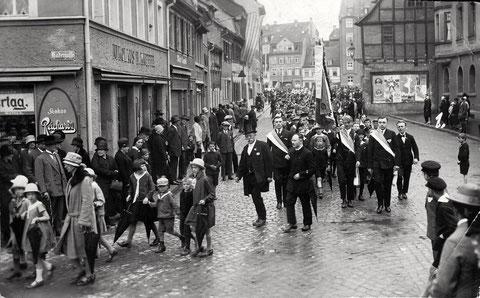 Blick von Eingang Hadergasse Richtung Roßmarkt - März 1930