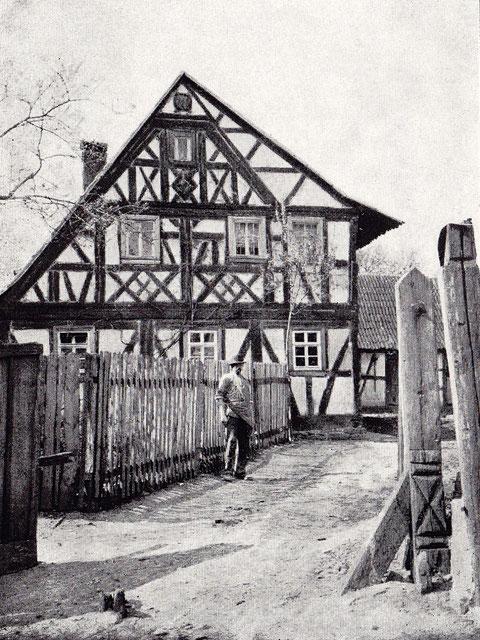 Haus Nr. 1 - Wohnhaus im Fachwerkstil, erbaut 1839 (Aufnahme 1910)