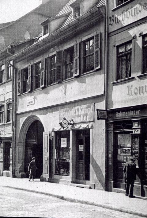 Brückenstraße 12, Uhrmacher Friedrich Kämpf und Kaufmann Albin Kämpf, rechts Buchbinderei Pröschel (Nr.10)