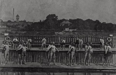 Sportliche Schwimmer am Main in der Vorkriegszeit