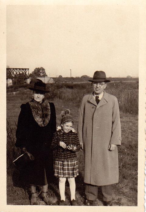 Johann Freiberger (rechts) Ilona Meyer (Mitte) ca. 1950/51