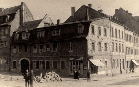 Das Haus Manggasse 24/Zehntstraße 19 direkt nach dem Zweiten Weltkrieg
