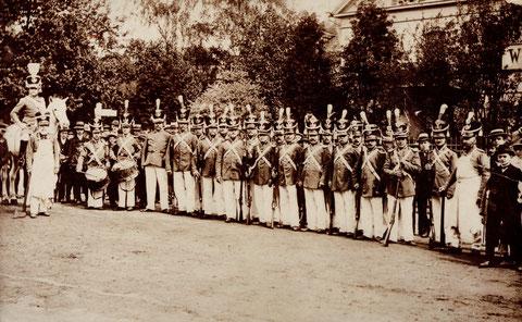 Am Marienbach 1912; Antreten der Bürgerwehr Schweinfurt Wasserwirtschaftsamt