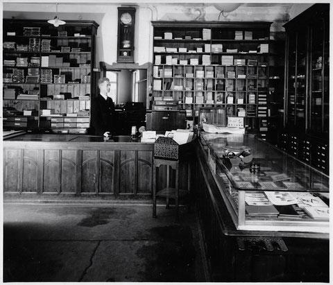 Weppert - Laden in den 1920ern mit Herrn Frisch
