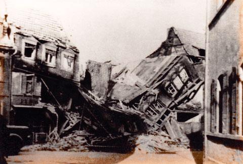 Der zerstörte Fischerrain nach den Bombenangriffen 17.08.1943 (Haus Scheck)