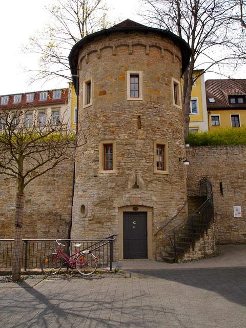 In diesem Pulverturm am Unteren Wall im Osten der Stadt befindet sich heute die charmante Weinstube s'Türmle