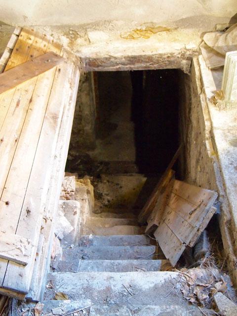 Treppenabgang im hinteren Hausbereich