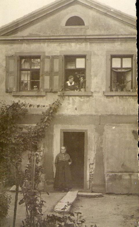 Haus von Erhard u. Marie Elisabetha Grimmer geb Dümmler vor 1925 Heute steht dort das Naturfreundehaus.jpg