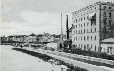 innerer Mainarm mit Floßkanal und Mühlenbetrieben. Spinnmühle, die 1911 abbrannte. Links davon entstand 1904/05 das Schweinfurter E-Werk