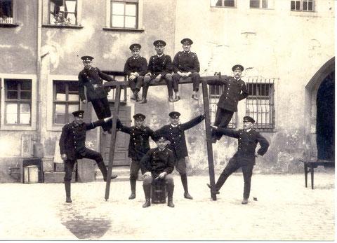 1. Auto. Komp., Schweinfurt, Wolfsgasse 43 (Feuerwehr), 1.Reihe, 2. v. l. Willi Hofner
