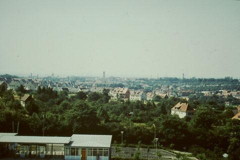 Blick vom Sommerbad auf die Stadt