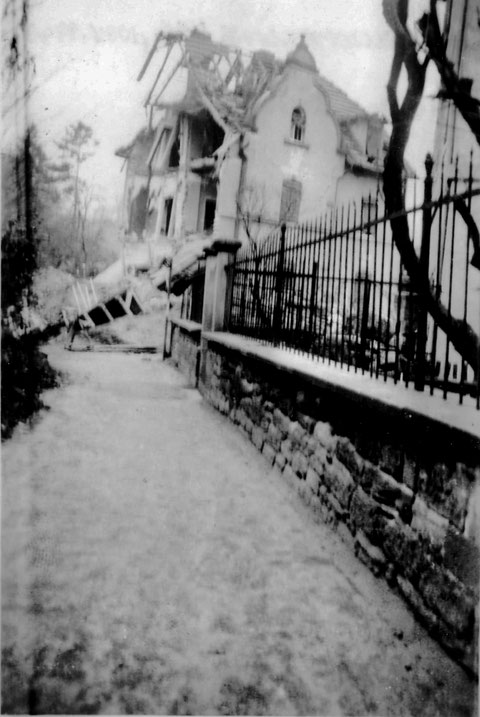 Philosophengang 4 1/2 nach Bombenangriff Nov. 1943