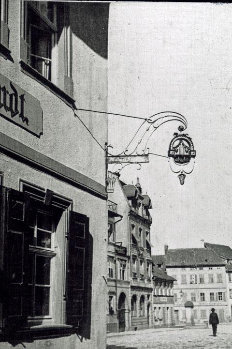 Blick aus der Oberen Straße auf den Kornmarkt um 1905