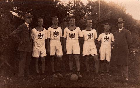"""Sieger bei süddeutsche Meisterschaft Stuttgart 27. August 1922 - gegen M.T.V. Stuttgart 17:24 gewonnen; gegen Ludwigshafen 14 : 19 gewonnen. """"Diese Mannschaft war ohne Tadel und spielte hervorragend"""""""