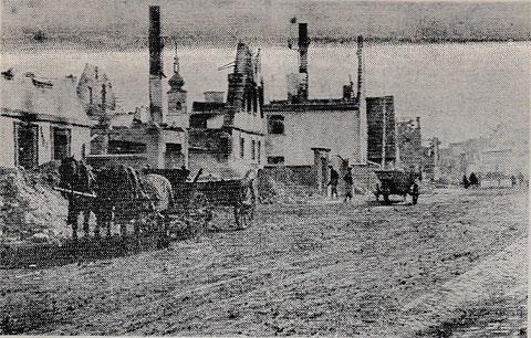 Die Ortsmitte Grafenrheinfelds nach einem Bombenangriff in den 1940ern