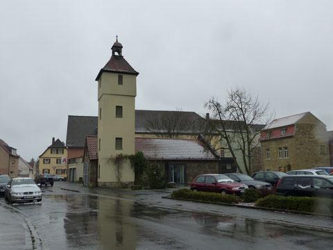 Oberndorfer Feuerwehrhaus mit Geburtshaus von Moritz Fischer (hinten rechts)