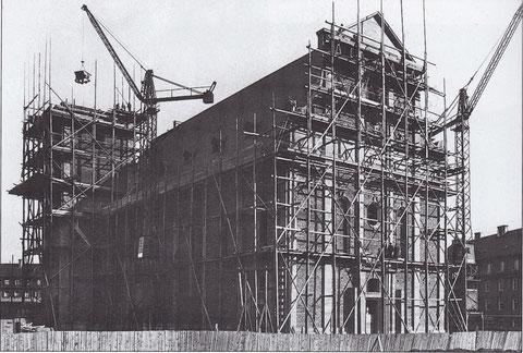 8. April 1927 - die alte Kilianskirche in Schweinfurt wird gebaut - Foto: Stadtarchiv