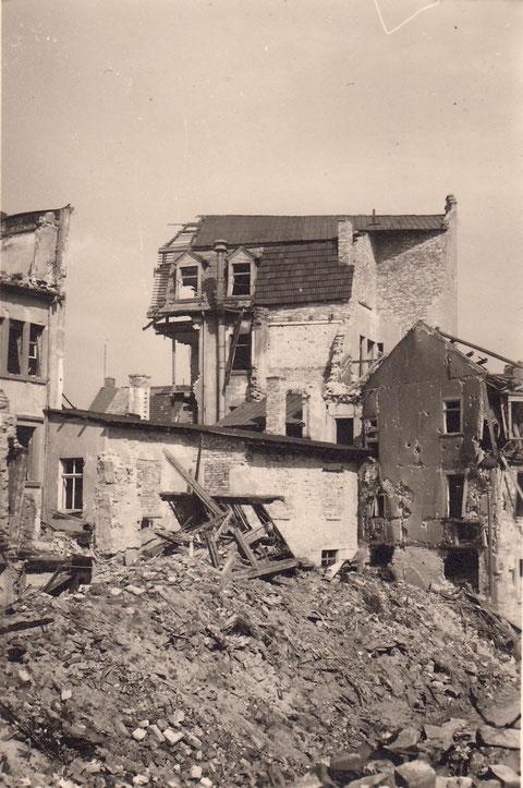 1943-Hinterhaus Karels am Fischersteig (heute Oberbank Schultesstr) - Danke an Horst Gößwein