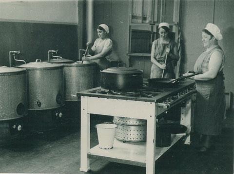 Küchenanlage in der Volksküche 1933
