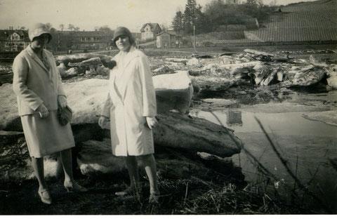 Das Eis taut ab, März 1929 mit Lisbeth Kupfer und Erna Bock