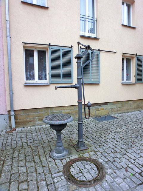Ein alter Pumpbrunnen heute im Stadtteil Zürch
