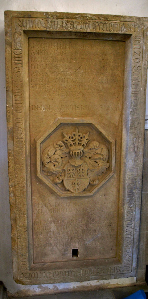 Die Grabplatte des Grabes von Georg Brunner in der St. Johanniskirche Schweinfurt