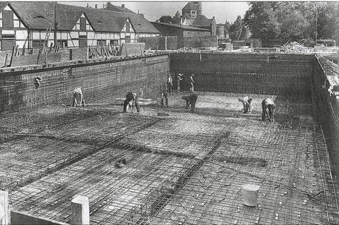 Das Ernst-Sachs-Bad während seiner Erbauung 1931