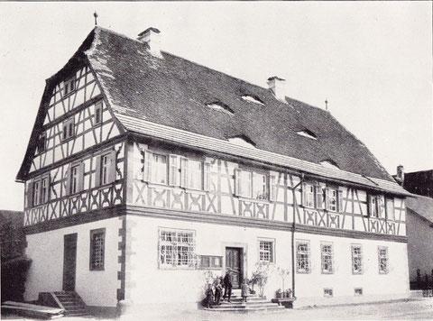 Schule und Rathaus - war ehemals juliusspitälische Vogtei, später juliusspitälisches Rentamt - ca. 1910